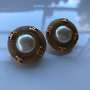 CHANEL Jewelry - Vintage Chanel Large Clip On Earrings EUC